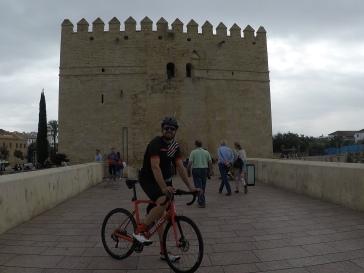 Torre de la Calahorra. Puente Romano.